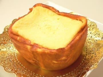 我が家のパナソニックのホームベーカリーのケーキコースには、「こね時間」が12分ほどあり、しかも強力です。これはチーズケーキ作りに利用できるのでは?と思い立ち、作ってみました。