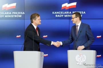 バッテリー新工場の建設を発表するメルセデスベンツとポーランド政府の首脳