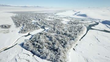 一面の氷雪が織りなす秘境の絶景 新疆モンゴルキュレ
