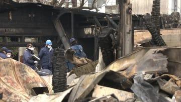 「フラッシュオーバー」か 消防士2人不明 秋田・住宅5棟火災