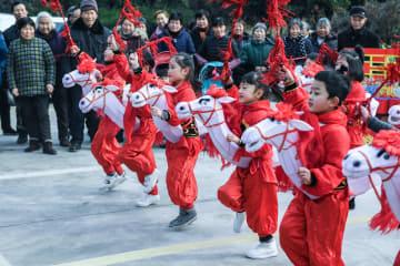 伝統舞踊で新年を迎える 浙江省長興県