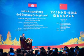胡春華氏、中国·カンボジアビジネス·投資フォーラム開幕式に出席