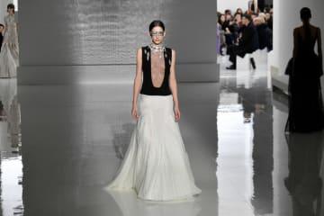 ジバンシィが春夏コレクション発表 パリ·オートクチュール
