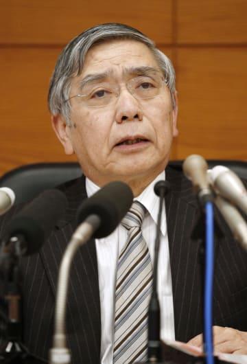 金融政策決定会合後、記者会見する日銀の黒田総裁=23日午後、日銀本店