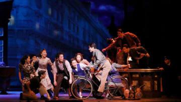 第二次世界大戦後のパリを舞台に若者の姿を描く 劇団四季『パリのアメリカ人』