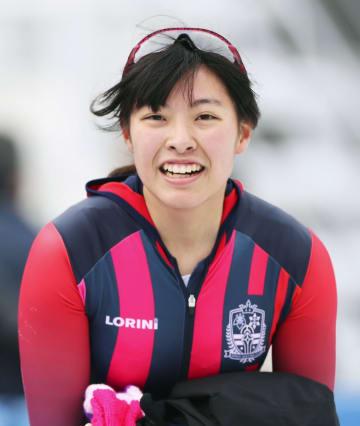 スピード女子500メートルで優勝し、笑顔を見せる盛岡工・熊谷萌=郡山スケート場