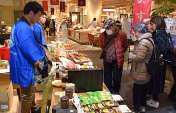 福岡市で開かれている「環霧島物産展」