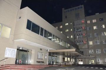 診療報酬を不正に受給していた公立玉名中央病院=23日夜、熊本県玉名市