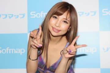 現役キャバ嬢・鎌沢朋佳がベッドの上で… 「恥ずかしいセリフ」で赤面も