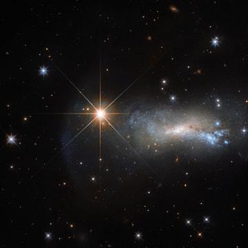 遥か遠くにある銀河を霞ませた星