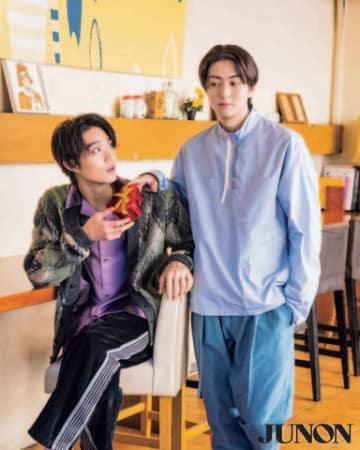 女性誌「JUNON」3月号に登場する磯村勇斗さん(左)と稲葉友さんのビジュアル