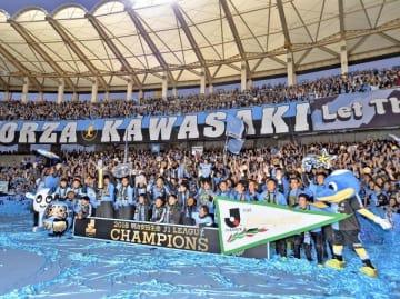 クラブを愛するサポーターとともに成長を続け、リーグ連覇を果たした川崎フロンターレ=昨年12月1日、川崎市中原区の等々力陸上競技場