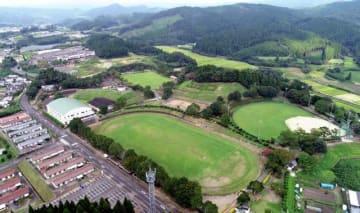 県が陸上競技場の整備を計画している都城市の山之口運動公園=昨年9月