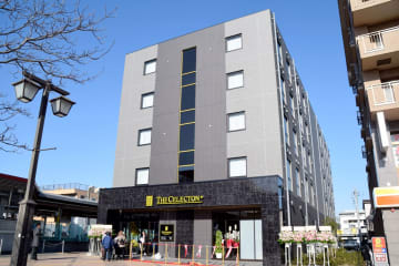 JR北本駅そばに開業したビジネスホテル「ザ・セレクトン北本駅前」=23日、北本市北本