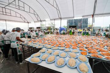 タイの巨大マンゴー飯が世界記録認定 中国人観光客を呼び込み
