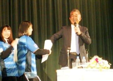 西武・辻監督が再度明言「内海は開幕候補」 埼玉の高校で講演会