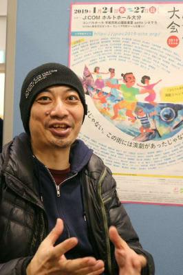 「大会に参加し、何かを発見してほしい」と呼び掛ける中津留章仁さん=大分市のJCOMホルトホール大分