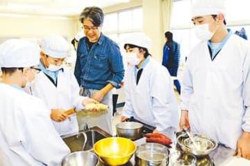 バレンタインへ菓子作り 氷見市西部中で地産食材料理教室