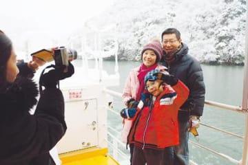 「雪の庄川峡 美しい」 遊覧船利用外国人観光客が過去最多ペース