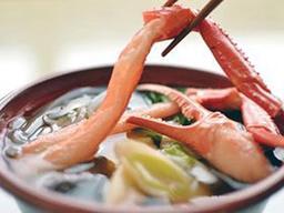 兵庫の冬を代表する味覚、香美町の香住ベニガニかにすき(姫路市商工会提供)