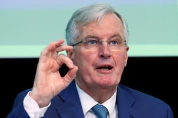 23日、ブリュッセルで講演する欧州連合のバルニエ首席交渉官(ロイター=共同)