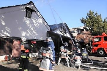 文化財守れ 桐生・有鄰館で防火訓練