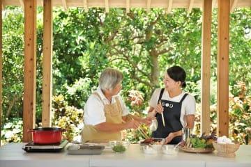 【星のや竹富島】春が旬のもずくの収穫&おばあに教わる島ごはんの教室開催!