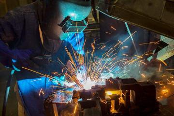 溶接工の給料はどのくらい? 主な仕事内容と目指す際に必要な資格