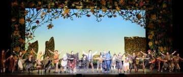 熊本市内の小学6年生が鑑賞した劇団四季のミュージカル「魔法をすてたマジョリン」=同市中央区
