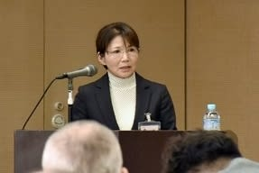 犯罪被害者支援の充実などを訴える磯谷富美子さん=23日、熊本市中央区