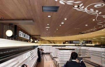 来月オープンする木造大型店の売り場。木目などを生かしたデザインに仕上げた =川崎市幸区