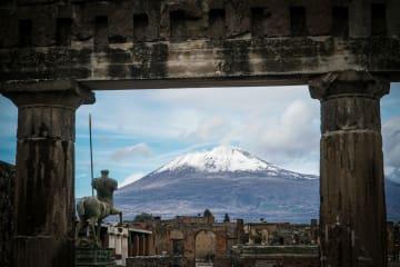 한폭의 그림, 눈덮인 베수비오 화산