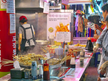 ソウルっ子一押しスポット!食の台所「望遠市場」が、観光客に人気なワケ