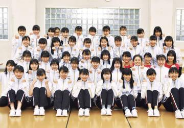 1年生23人と応援ダンスに参加した2年生26人