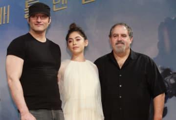 左からロバート・ロドリゲス監督、ローサ・サラザール、ジョン・ランドー(プロデューサー)