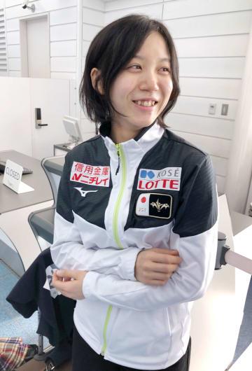 羽田空港で取材に応じるスピードスケート女子の高木美帆=24日