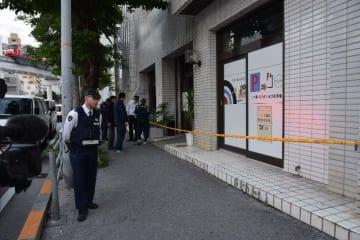 強盗の被害に遭ったビリヤード場=24日午後6時過ぎ、那覇市壺屋
