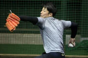 吉田輝星・3度目ブルペン 初めて捕手を座らせ投球