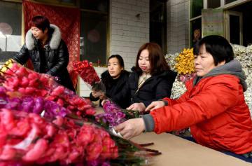 地元での就職で増収目指す「留守女性」 河北省南和県