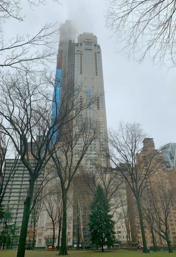 ケン・グリフィン氏が最上階物件を購入した高層マンション=24日、ニューヨーク(共同)