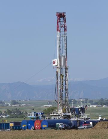 2012年5月、米コロラド州のシェールオイル地帯に据え付けられた掘削施設(UPI=共同)