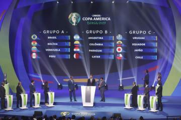 サッカー南米選手権1次リーグの組み合わせ抽選会=24日、リオデジャネイロ(AP=共同)