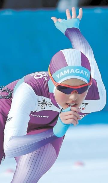 スピード女子1000メートル 1分23秒55で制した山形中央の高橋