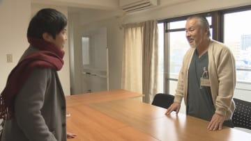 翼さんを取り上げた産婦人科医・上田緑郎さん(右)