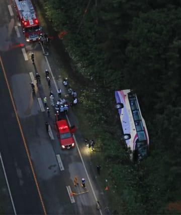 2017年8月、北海道清水町の国道274号で道路からはみ出し、横転した観光バス