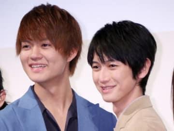 映画「凜-りん-」のプレミアム試写会に登場した佐野勇斗さん(左)と本郷奏多さん