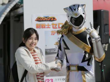 連続ドラマ「トクサツガガガ」で主演を務める小芝風花さん(左)