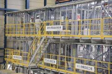 日本原子力研究開発機構の連続水素製造試験装置=大洗町