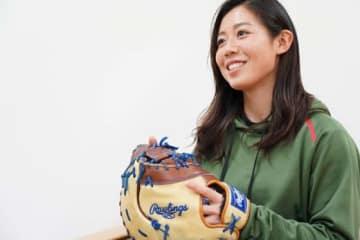 ミットへのこだわりを語る京都フローラ・奥村奈未【写真提供:日本女子プロ野球リーグ】