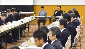 災害への対応強化に向け、防災計画について協議する出席者ら=25日、大阪市中央区のホテル